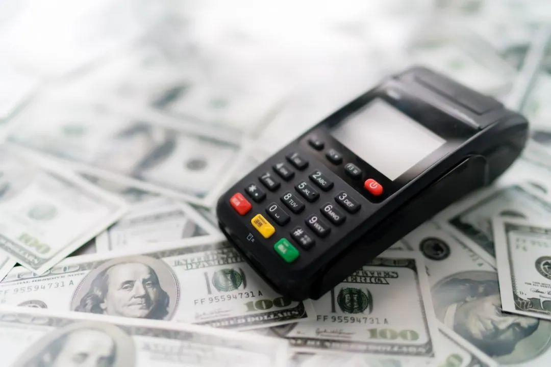 信用卡养卡行业背后 ,POS机免费赠送的套路.